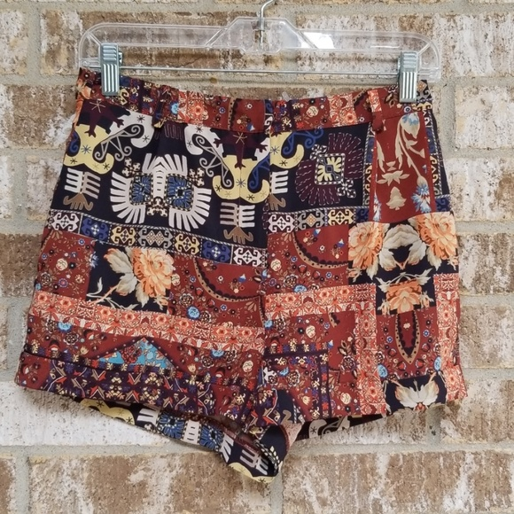 Topshop Pants - NWT TopShop Nordstrom Multicolored Shorts Size 4